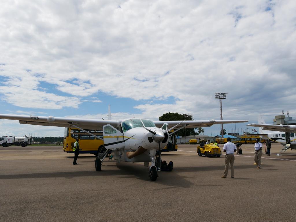 Flugzeug nach Kihihi