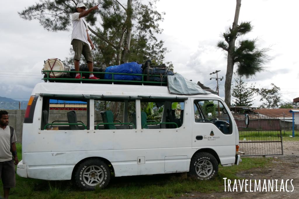 Bus Papua www.travelmaniacs.de