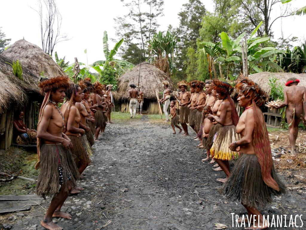 Dani Frauen Papua www.travelmaniacs.de