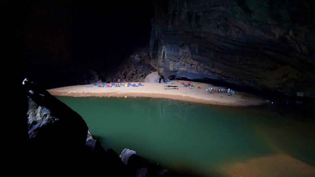 Hang-En-Cave-Vietnam