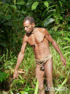 Papua Korowai www.travelmaniacs.de