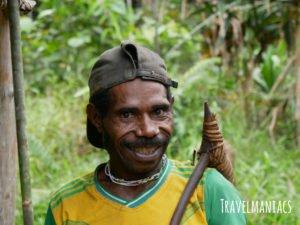 Träger Papua www.travelmaniacs.de