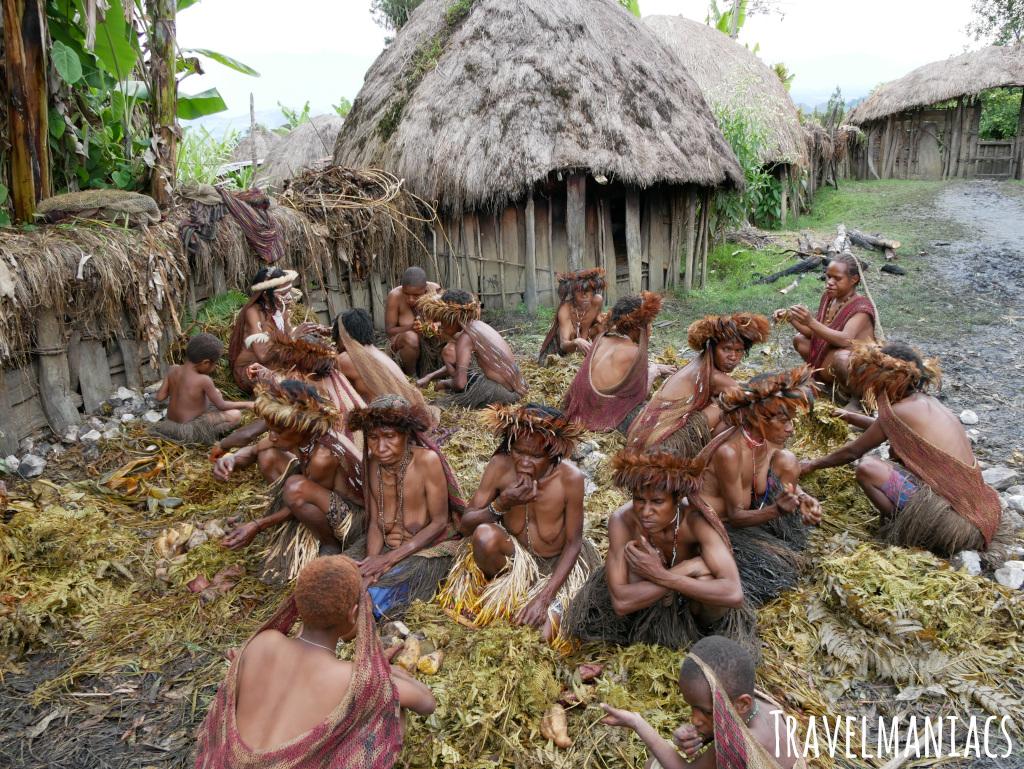 West Papua Urlaub Schweinefest www.travelmaniacs.de