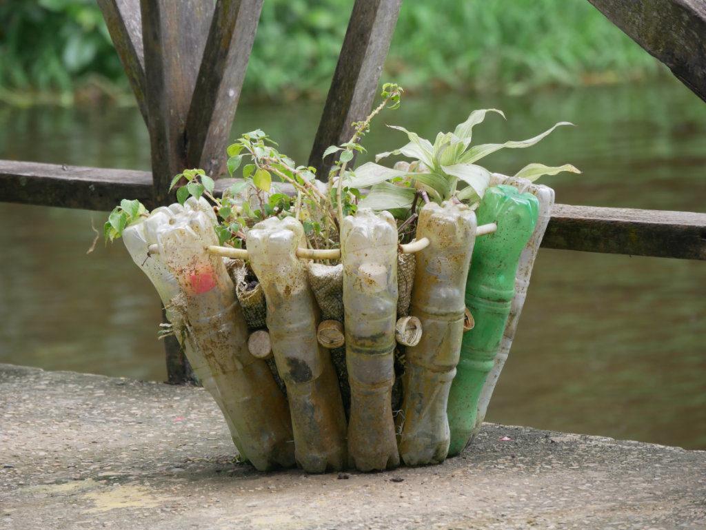 Wiederverwendung Plastikflaschen Amazonas